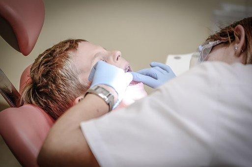 Ne perdez pas de temps ! 9 idée pour atteindre un détartrage dentaire parfait